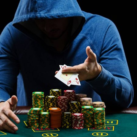 Conviértete en un profesional del póquer en 8 pasos